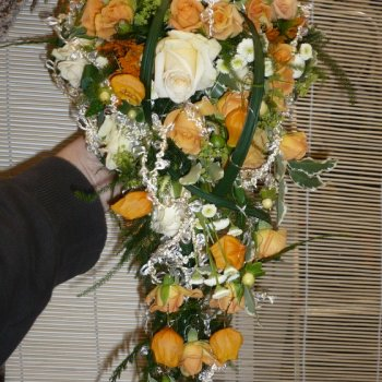 Wasserfall Brautstrauss in creme orange